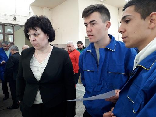 """Заместник-министърът на МОН Таня Михайлова бе на посещение в НПТГ """"Ш. Петьофи"""""""