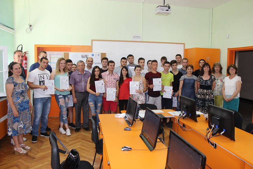 """Учениците от НПТГ получиха своите сертификати по проект """"Ученически практики - фаза 1"""""""