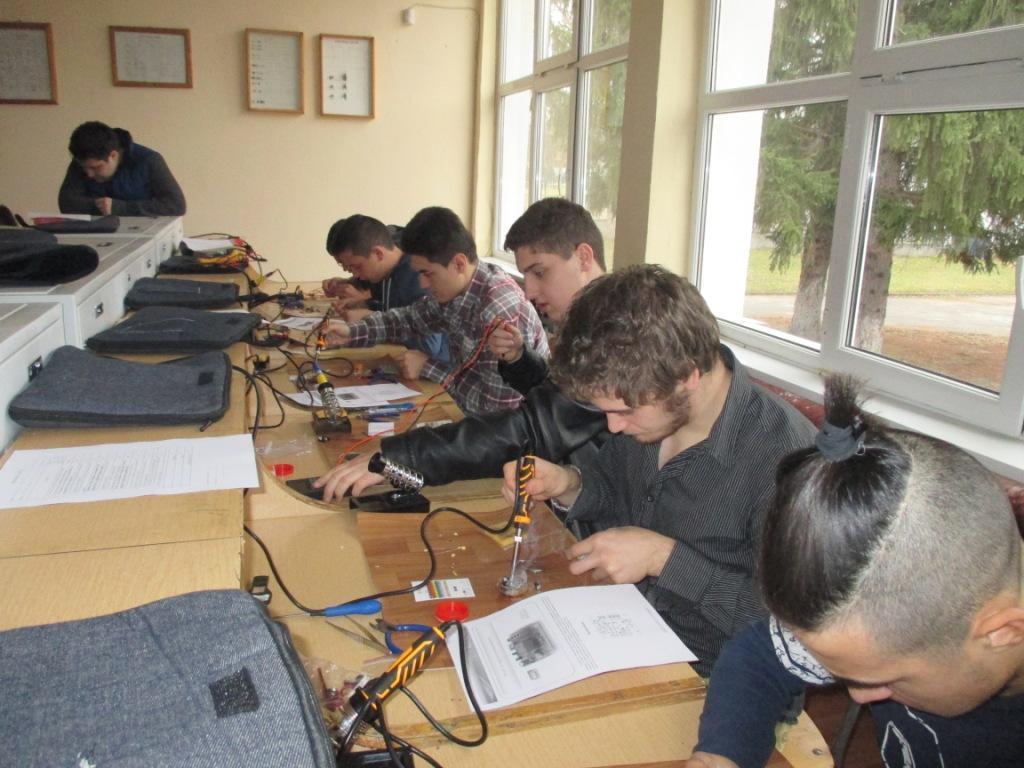 """Училищен кръг на състезанието по приложна електроника """"Мога и зная как"""""""