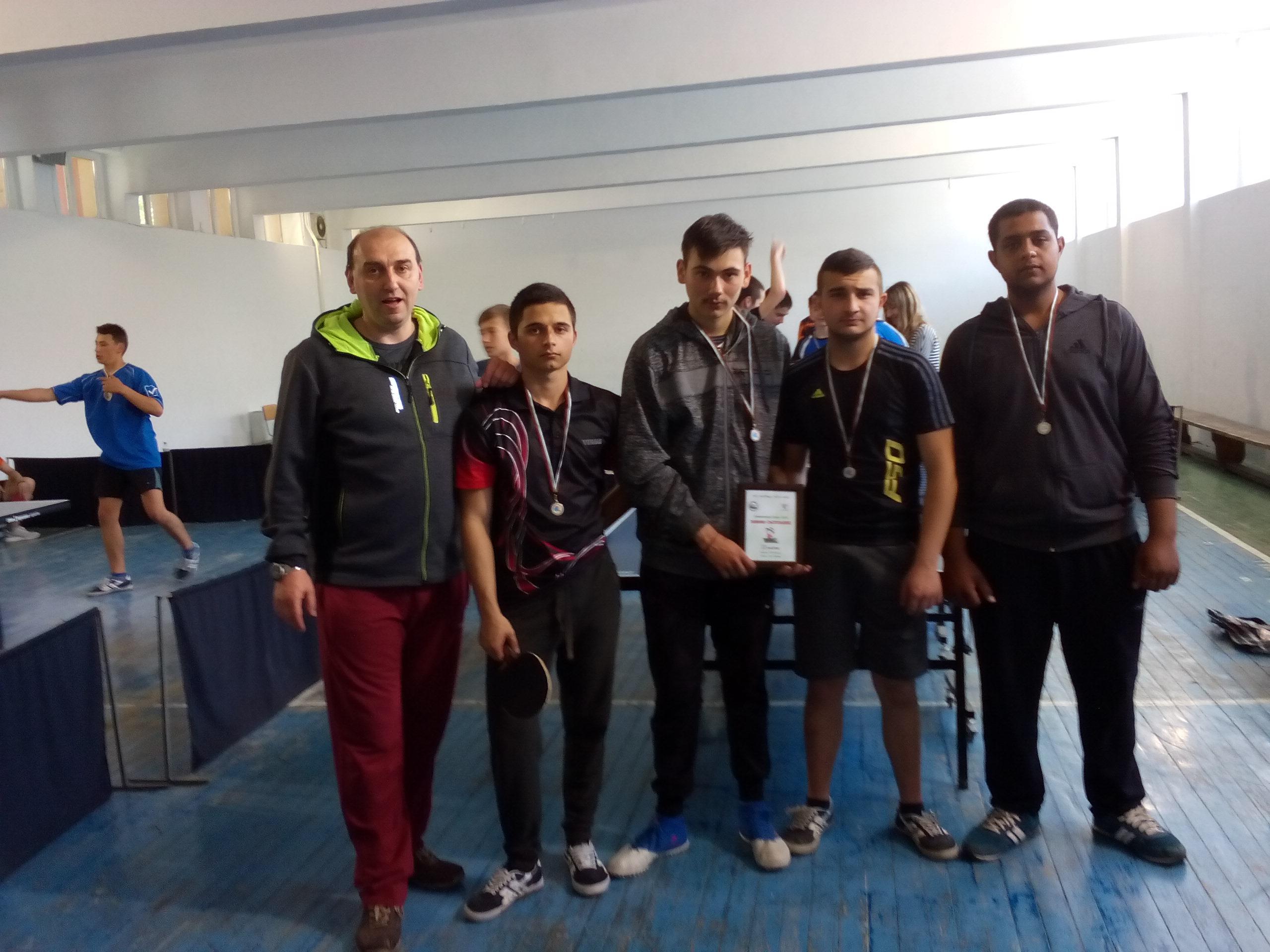 Отборът по тенис на маса на НПТГ на финали